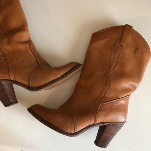 Vintage 1970's genuine leather short heeled boots