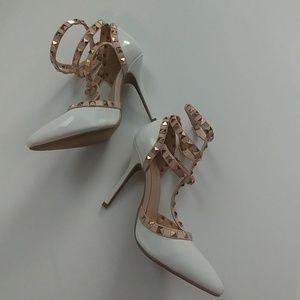NWOB wild diva rock stud heels sz 6.5
