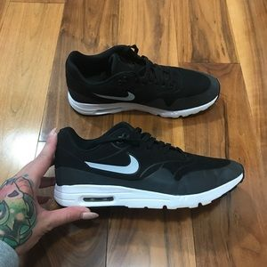 Nike Air Max 1 Ultra Moire size 9.5 💕 👟