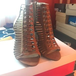 Cognac shoes with chunky heel