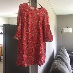 Short 3/4 sleeve red shift dress