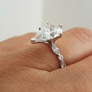 14k Solid White Gold pear Engagement Ring size 7