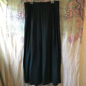 Black maxi skirt 💃🏼