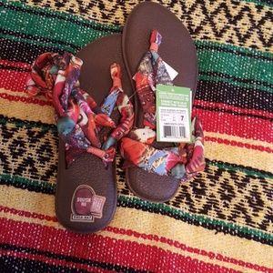 Sanuk ankle tie flip flops