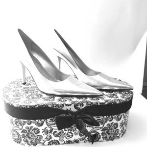 New Nine West silver pumps pointed-Toe