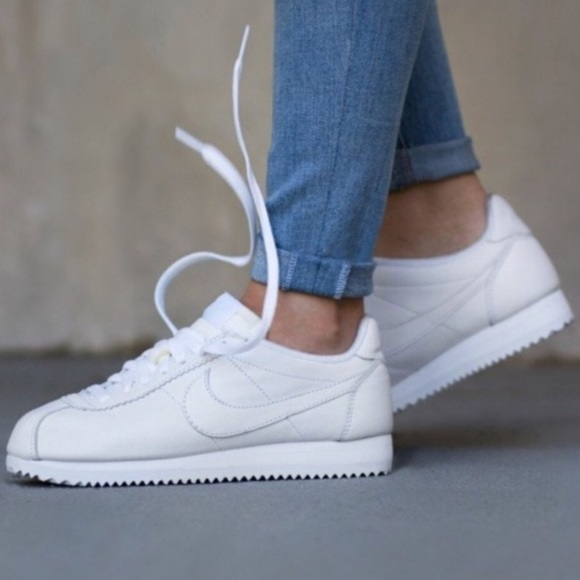 finest selection 30ad3 2541c NIKE CORTEZ LEATHER TRIPLE WHITE WOMENS SHOES NEW NWT