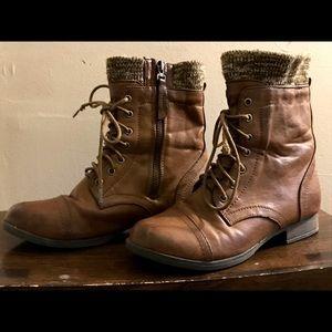 🌱MONDAY PRICE DROP 🌱Combat Boots size 6