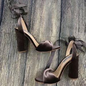 Steve Madden Clary V dress sandal size 6M
