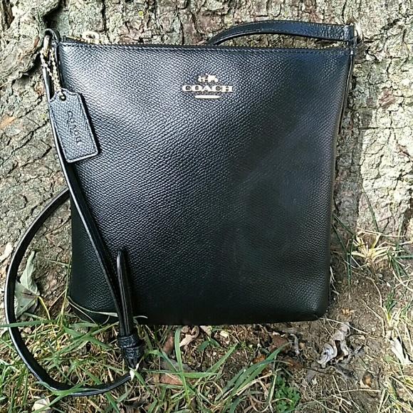 df23edb3e6946 Coach Handbags - Coach Black Crossgrain Leather Swingpack Crossbody