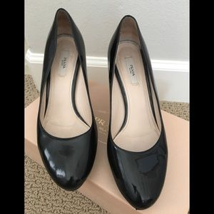 Prada Vernice Black Pump 39