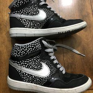 Nike Force Skeakers