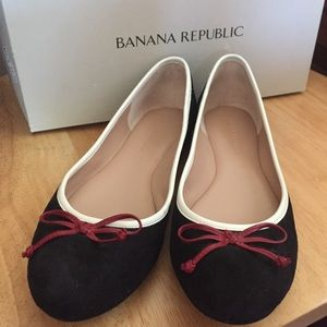 Banana Republic Ashley classic ballet flats!