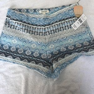 Taylor and Sage Pattern shorts NEW WITH TAGS