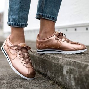 NIKE ROSE GOLD BRONZE WOMENS SHOES SIZE 7.5 SE
