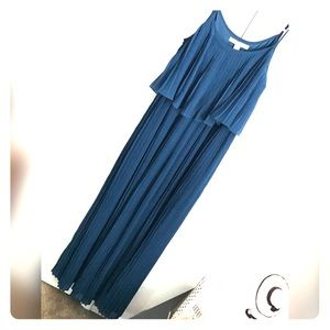 NWOT 🦋 Beautiful Pleated Blue Dress