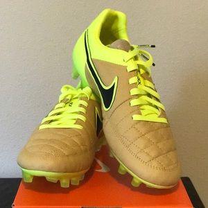 NWT Men's Nike Tiempo Legend V FG Soccer Cleats