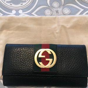 Gucci Interlocking GG Black leather snap wallet