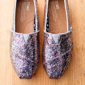 TOMS Rare NWT Pink Classic Multiglitter Size 5 1/2