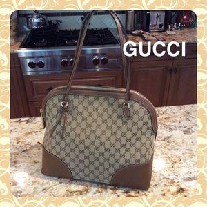 GUCCI Logo zip Bag great condition!