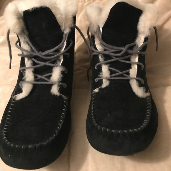 741ce8aefa4 UGG Chickaree Booties! Women's size 12.