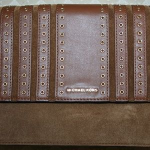 MICHAEL KORS BROOKLYN GROMMET LARGE DARK CARAMEL