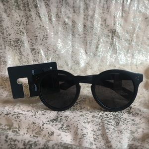 NWT BRANDY MELVILLE BLACK ROUND SUNGLASSES!!