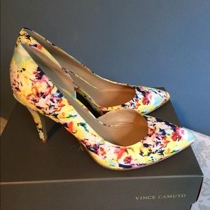 Vince Camuto floral pumps like new