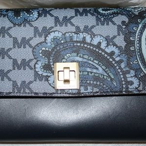 MICHAEL KORS PAISLEY NAVY NATALIE XLARGE WALLET ON