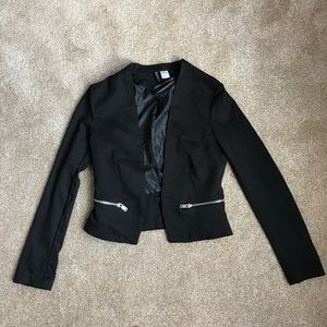 Black cropped fitted jacket ONLY WORN ONCE!