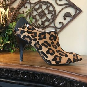 Calvin Klein leopard print ankle boots size 9 ❤️