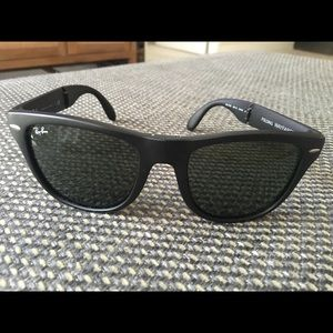 Auth Ray-Ban Matte Black Folding Wayfarer Glasses