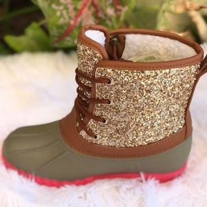 6971c0a4f7bc SHOEROOM21 boutique Shoes - NEW SIZESgirls duck boots with Gold glitter