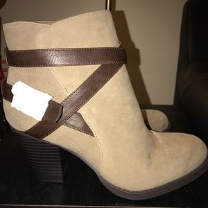 Shoedazzle belted wrap heeled booties