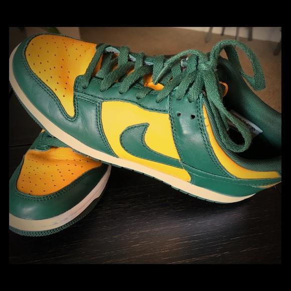 1ec02aebde3 NIKE Green Bay Packers - Green   Gold Sneakers. M 59c98164f739bcd80408de24