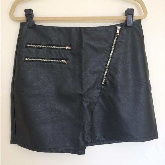 b126e15c45 H&M Dresses & Skirts - H&M Black Faux Leather Mini Skirt w/ Zip Detail