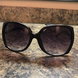 Quilted black oversized sunglasses