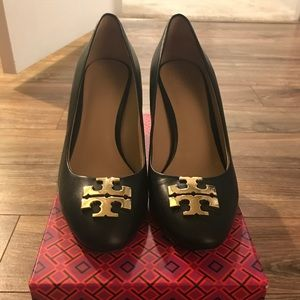 LIKE NEW TORY BURCH BLACK PUMPS!! Size 9.5