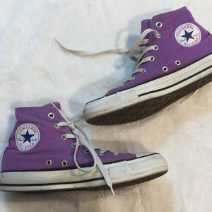 💜Converse purple Hi-top sneakers sz 8