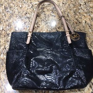 Authentic Michael Kors blk snakeskin shoulder bag