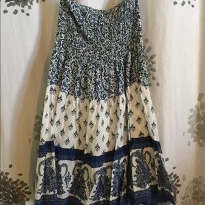 Strapless blue white patterned dress