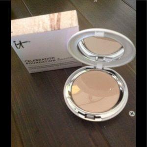 It Cosmetics Foundation powder (Fair)