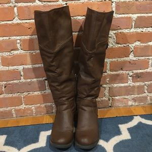 Knee high brown boots, size 8.5W