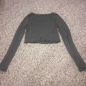 Brandy Melville long sleeve cropped top