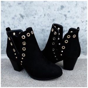 Shoes - New black faux suede booties