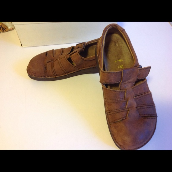 57c0acb5f44a NOS Birkenstocks 37 Mantova Oiled Leather Dk Brown
