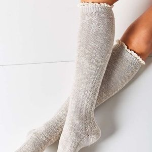 UO Knee High Knit Tights w/ Ruffle in Black