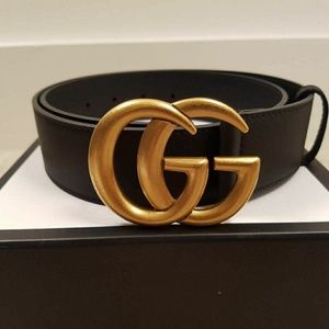 Gucci leather belt with double g buckle. Size 80