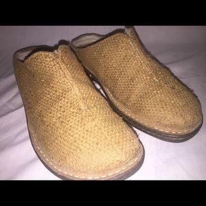 Womens woven ugg clogs 1627 size 8