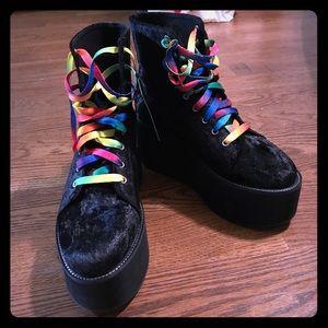 Platform velvet boots