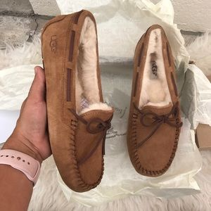 UGG AUTHENTIC WOMENS MOCCASINS Sz 8 New